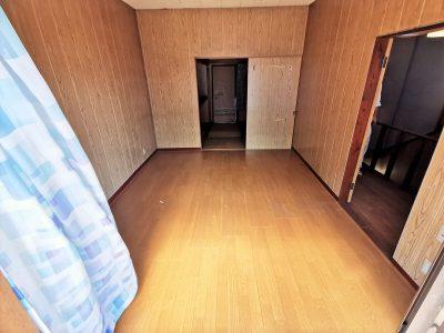 2F 洋室6帖/バルコニーへ出入りする窓が大きく、陽当り良好です。(内装)