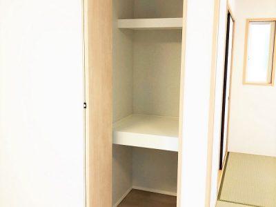 LDKに設けた収納スペースは、家族みんなで共有する生活用品の収納に大活躍です!(内装)