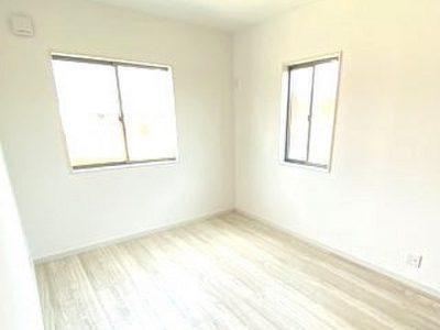 2F洋室/2面採光で明るいです