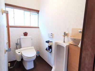 手洗い場や男性用トイレがあります。トイレの空間が広い!(内装)