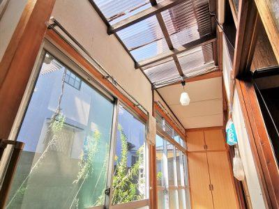 広縁は一部が波板屋根でポカポカ!寛ぎ空間にもおすすめです^^(内装)