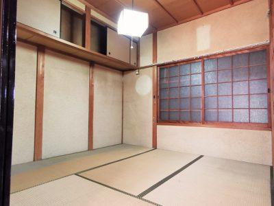 1F 和室4.5帖/ホールからと隣接和室からの2方向から出入り可能です。(内装)