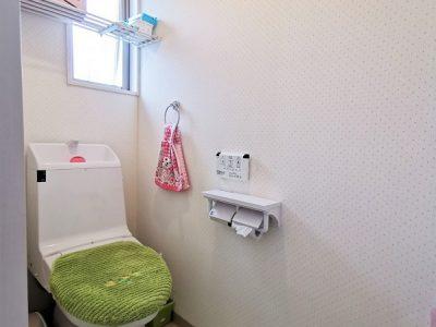 2Fトイレ/温水洗浄機能付き便座です。(内装)