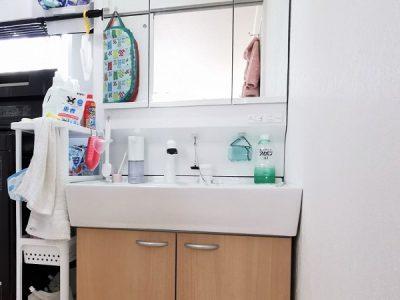 シャワー水栓付きの3面鏡洗面化粧台です♪(内装)