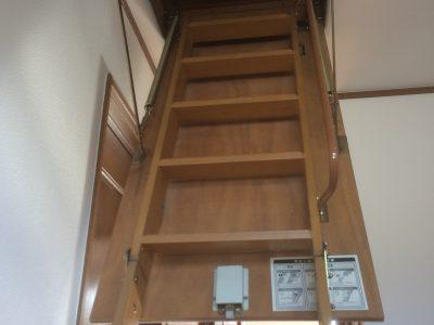 小屋根裏収納スペース梯子(内装)