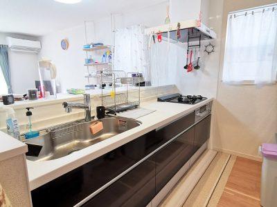 家族を見守りながらお料理のできる対面キッチン♪シンクが広く洗い物がしやすいです!(キッチン)