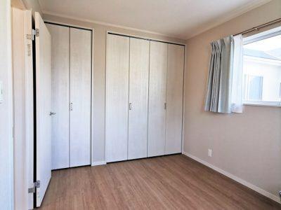 2面採光の6帖洋室です!大容量の収納スペースがございます★(子供部屋)