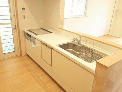 キッチンはIHヒーター仕様★食洗器や浄水器、ワイドシンク等高性能が標準仕様です。(キッチン)